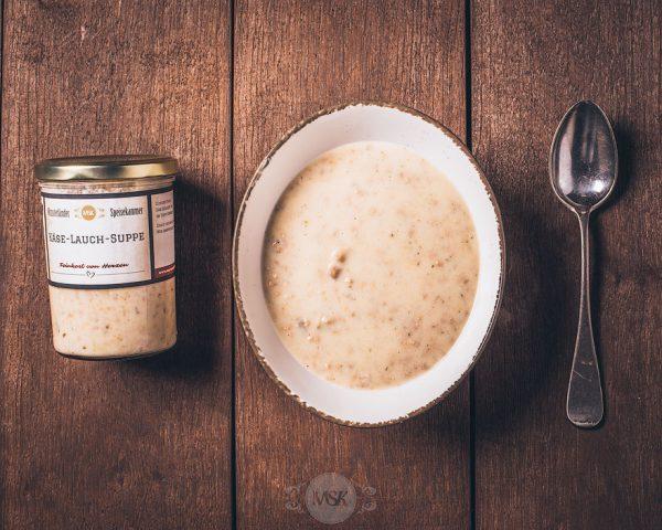 Glas Käse-Lauch-Suppe aus der Münsterländer Speisekammer