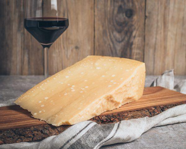 Stück Parmegiano Reggiano Parmesankäse