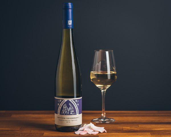 Flasche Theo Minges Weißwein Edition Rosenduft Gewürztraminer Spätlese