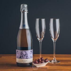 Flasche Theo Minges Pinot Brut Sekt