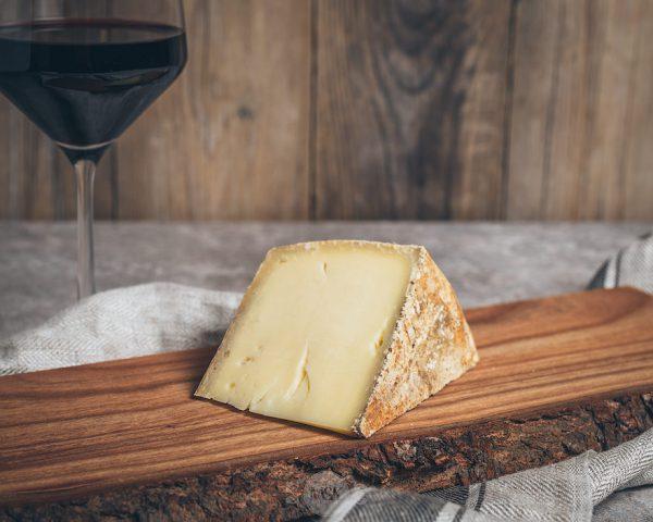 Stück Käse würzige Wiese Käsehof Oskamp