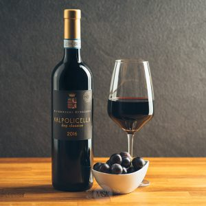 Flasche Rotwein Guerrieri Rizzardi Valpolicella Classico