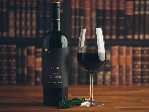 Flasche Rotwein I Muri Negroamaro