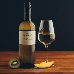 Flasche Weißwein Bannert Chardonnay Nussberg