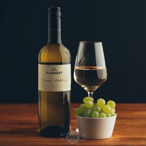 Flasche Weißwein Bannert Grüner Veltiner